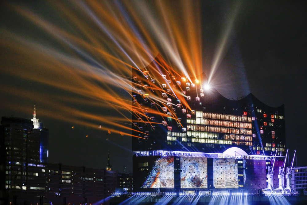 Inauguré avec six ans de retard, le bâtiment a coûté 789millions d'euros, dix fois plus que le budget initial.