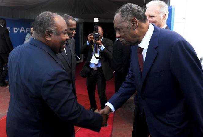 Ali Bongo et Issa Hayatou, le 19 octobre 2016, à Libreville.