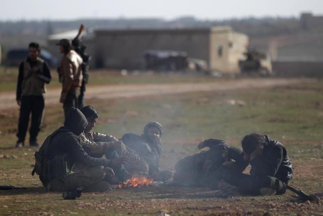 Des combattantss rebelles, durant l'offensive contre l'Etat islamique pour prendre le contrôle d'Al-Bab, le 12 janvier 2017.