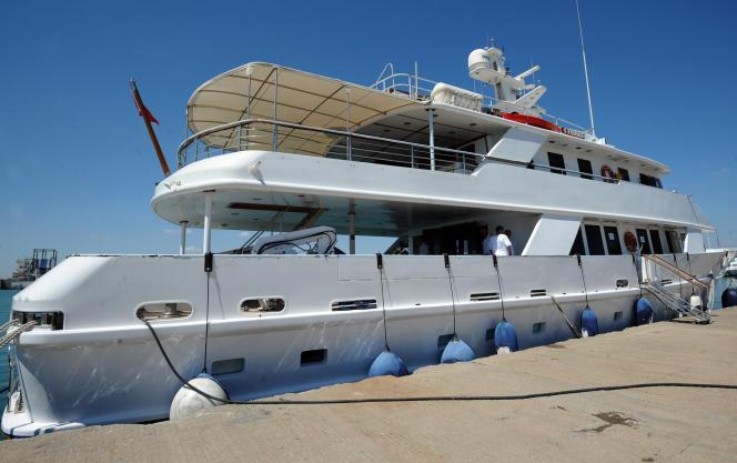 Un yacht appartenant au beau-frère de Ben Ali, sur le port de Tunis, en 2013.