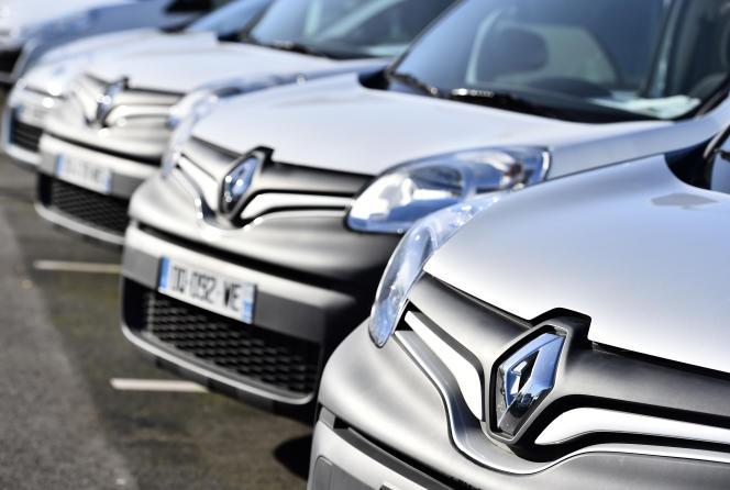 Le losange de Renault sur des voitures de la marque, à Saint-Herblain (Loire-Atlantique), le 15 janvier 2016.