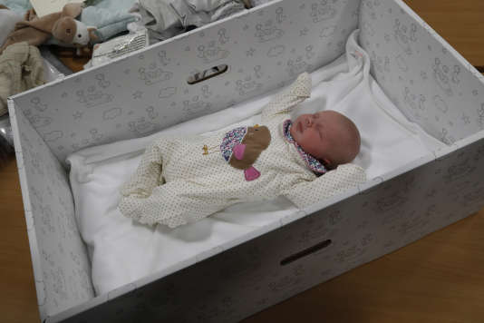 La«baby box» peut être utilisée comme berceau. En Finlande, ce système a permis de maîtriser l'un des facteurs de mort subite du nourrisson.