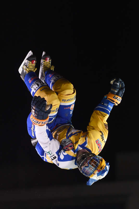 Figures extrêmes lors de la Red Bull Crashed Ice, vendredi 13 janvier à Marseille.