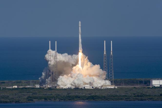 Un décollage réussi du Falcon 8 en Floride, le27mai2016.