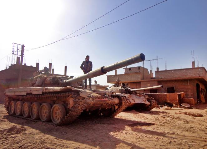 Un soldat de l'armée syrienne dans la partie de Deir ez-Zor contrôlée par les forces gouvernementales le 12 novembre 2016.