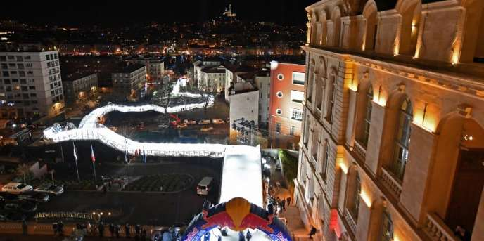 Une piste de 340m de long et 30m de dénivelé relie le quartier du Panier, à Marseille, au Vieux Port.