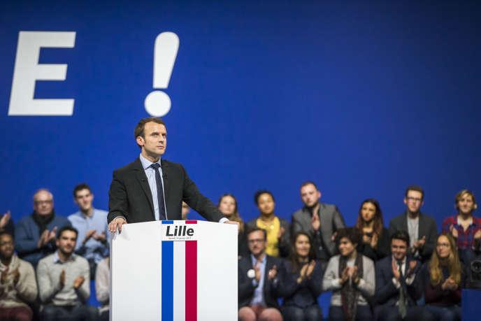 Emmanuel Macron, candidat à la présidentielle 2017, lors d'un meeting de campagne à Lille, le 14 janvier 2017.