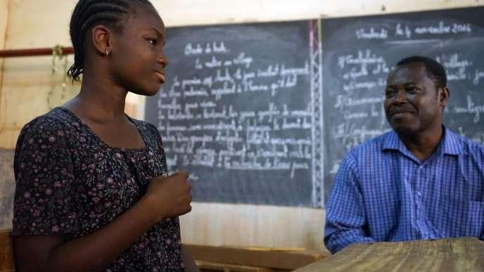 Salifatou, jeune fille sourde de 13 ans scolarisée au Cefise, souhaite devenir infirmière.