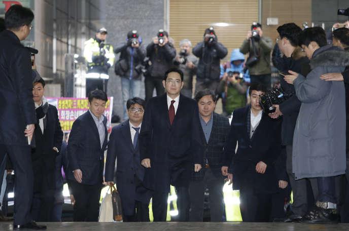 Lee Jae-yong, lors de son arrivée au tribunal de Séoul, le 12 janvier.