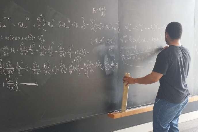 MOOC à suivre durant l'été, stages de remises à niveau et cours de soutien... les écoles d'ingénieurs post-bac se sont adaptées à la baisse de niveau en mathématiques des bacheliers de la filière S.