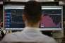 Un trader de la compagnie ETX Capital à Londres le 3 janvier, jour où l'index FTSE a atteint le record historique à7,205.21 .