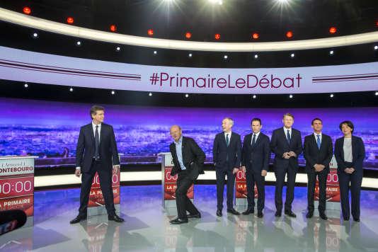 Arnaud Montebourg, Jean-Luc Bennahmias, François de Rugy, Benoît Hamon, Vincent Peillon Manuel Valls et Sylvia Pinel participent au premier des trois débats télévisés à dix jours du premier tour de la primaire de la gauche, à Saint-Denis, le 12 janvier.