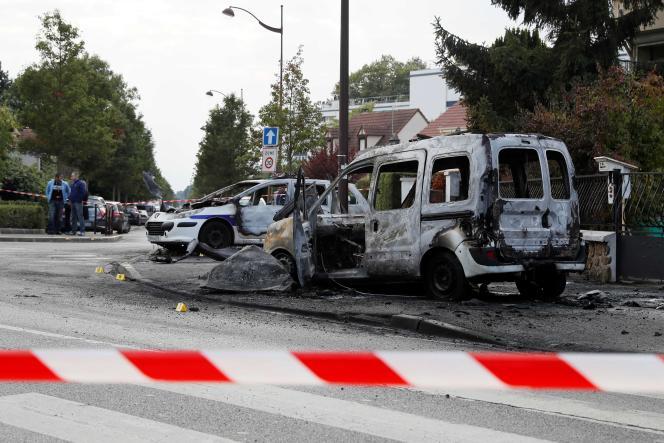 Photo du véhicule de police incendié le 8 octobre à Viry-Châtillon.