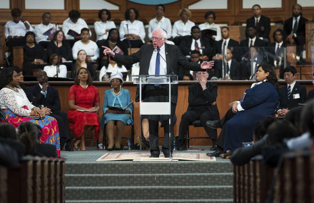 Celui qui avait participé à la marche de mars 1963 de Martin Luther King sur Washington, le sénateur Bernie Sanders, a rendu hommage à ce grand homme devant les fidèles de l'église baptiste Ebenezer, à Atlanta.