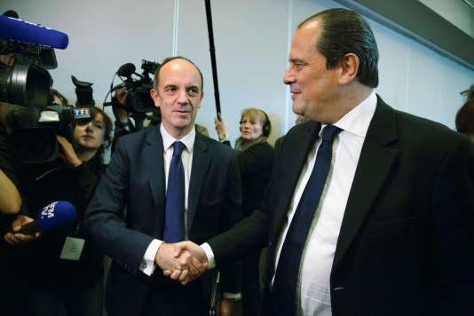 Thomas Clay (à gauche) avec Jean-Christophe Cambadélis, le premier secrétaire du PS, le 3 décembre 2016, lors de la Convention de la Belle Alliance Populaire.