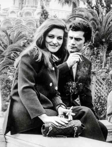 Son idylle avec Dalida ne durera qu'une année.Le couple à Milan, en janvier 1967, quelques jours avant le drame.