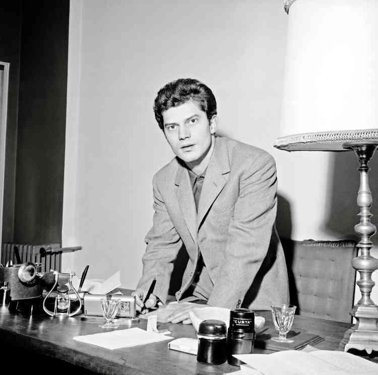 Auteur compositeur interprète, il a contribué au renouveau de la chanson italienne dans les années 1960. Ici, en 1962.