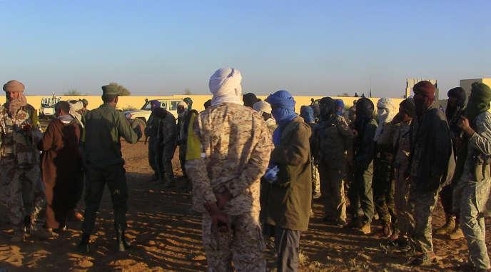 Une patrouille mixte composée d'anciens rebelles touaregs et de groupes armés progouvernementaux dans le camp de regroupement de Gao au début dejanvier a été la cible d'un attentat, mercredi 18 janvier.