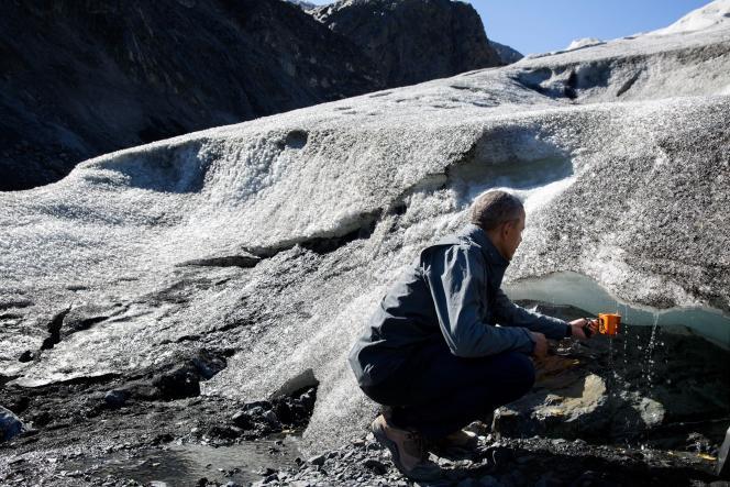 Barack Obama au pied du glacier Exit (Alaska), en 2015, pour mettre en évidence la fonte des glaces due au changement climatique.