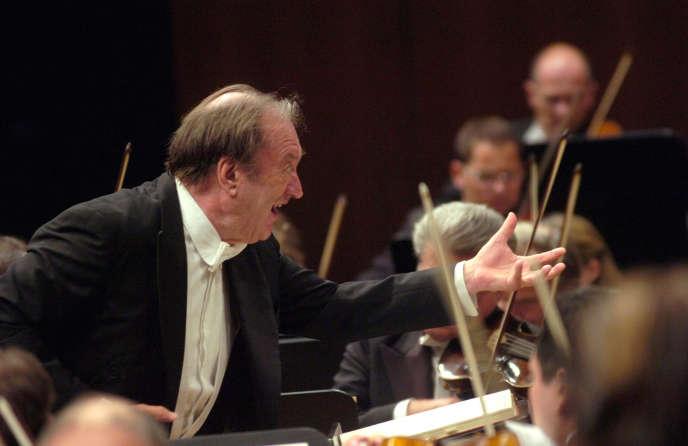 Nikolaus Harnoncourt dirigeant le Philarmonique de Vienne, 2006.