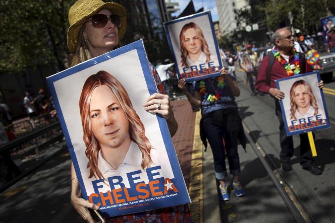 Des manifestants demandant la grâce de Chelsea Manning, en 2015.