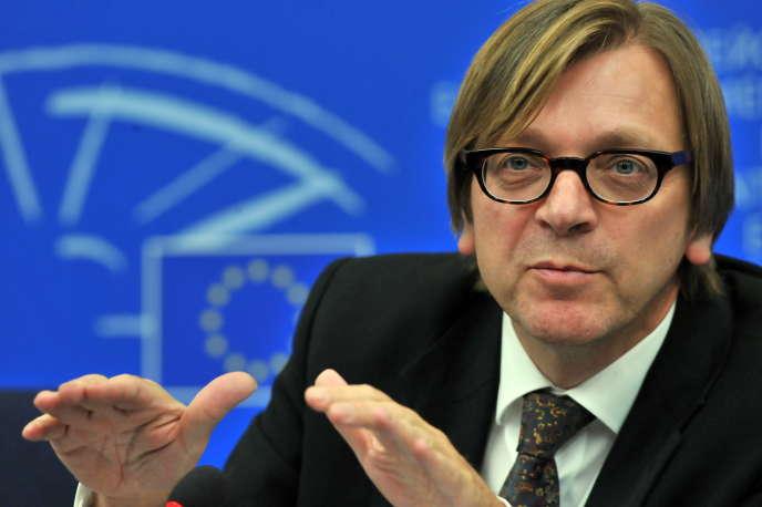 Guy Verhofstadt, le chef de file des libéraux au Parlement de Strasbourg, désigné «Monsieur Brexit» par l'institution, dénonce «l'illusion qu'on peut sortir de l'Union tout en conservant ses avantages».