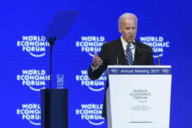 Le vice-président américain sortant, Joe Biden, s'adresse au Forum économique mondial, le 18 janvier 2017 à Davos, en Suisse.