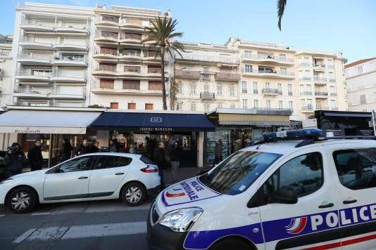Des voitures de police sur la croisette de Cannes, le 18 janvier.