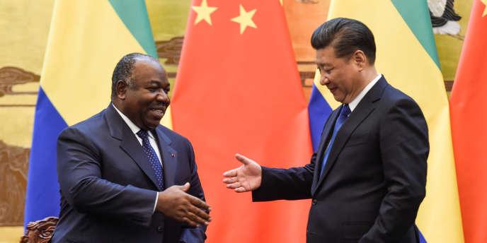 Xi Jinping et Ali Bongo Ondimba, présidents de la Chine et du Gabon, le 7 décembre 2016 à Pékin.