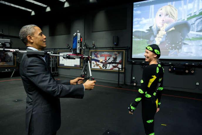 En novembre 2013, le président Obama à la caméra, dans les studios d'animation DreamWorks, en Californie.