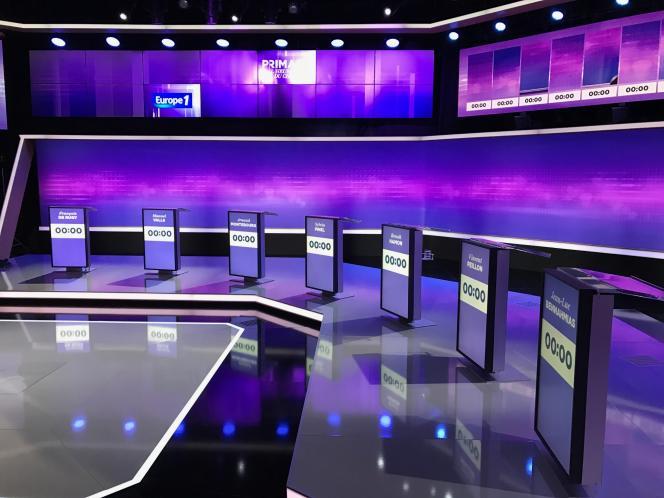 Avant le troisième débat télévisé pour la primaire à gauche sur le plateau de France 2 à Saint-Cloud, jeudi 19 janvier 2017.