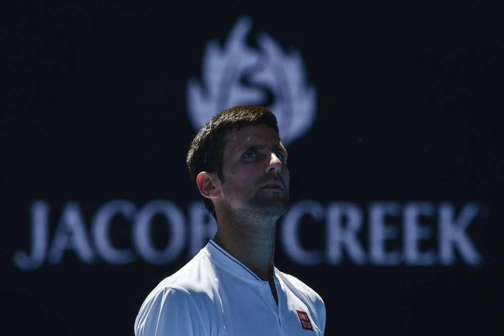 Sensation à Melbourne ! Novak Djokovic (2e mondial), double tenant du titre, a été éliminé par l'OuzbekDenis Istomin, 117e mondial dès le deuxième tour. Après 4 h 54 de combat et cinq sets (7-6(8), 5-7, 2-6, 7-6(5), 6-4), le Serbe quitte l'Open d'Australie. Depuis Wimbledon-2008, il n'avait jamais connu une élimination si prématurée en Grand Chelem.
