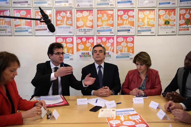 François Fillon rend visite à l'association La Maison des voisins dans le 17e arrondissement de Paris, le 18 janvier.