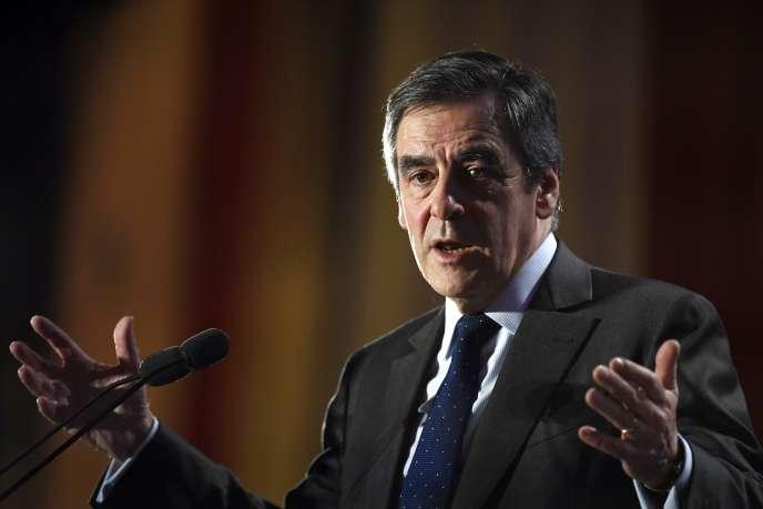 « Le nombre de fonctionnaires restants est le résultat d'une conception de l'Etat, de son service, de ses procédures et de son financement, c'est-à-dire de la fiscalité. Car tout se tient, d'où la difficulté de la réforme» (Photo: François Fillon, le 19 janvier à Oyonnax).