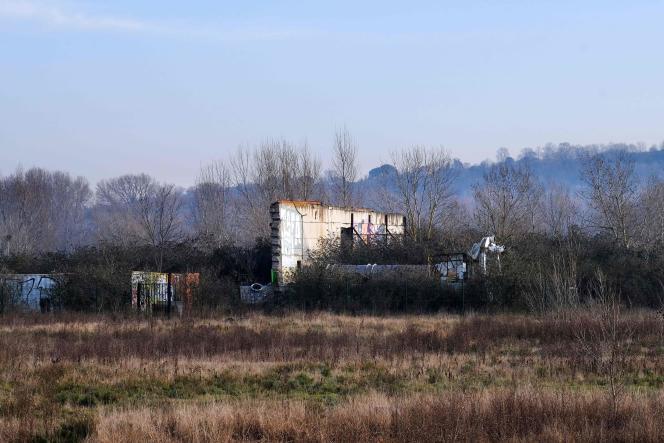 Vue, prise le 20 janvier 2017, d'une ruine d'un ancien bâtiment de l'usine AZF de Toulouse.