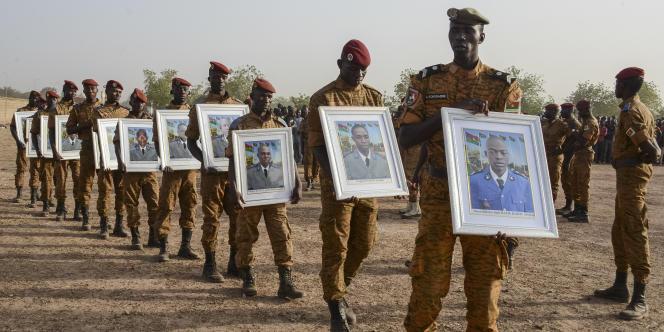 Honneurs militaires aux 12 soldats morts dans l'attaque du 16 décembre 2016, à Nassoumbou, dans le nord du Burkina Faso, revendiquée par les djihadistes du groupe Ansaroul Islam.