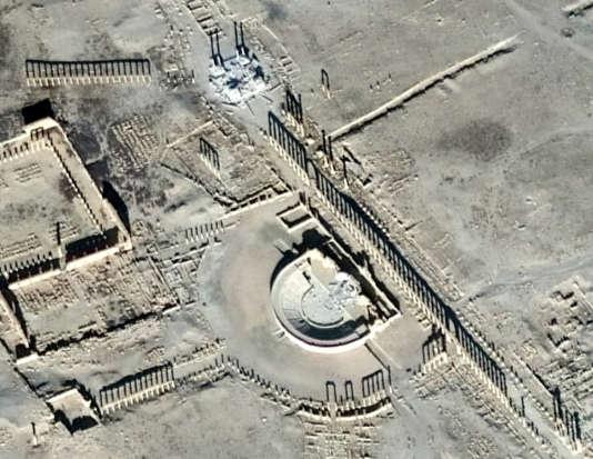 Image satellite du théâtre (au centre) et du tétrapyle (en haut) détruits par l'EI, vendredi 20 janvier