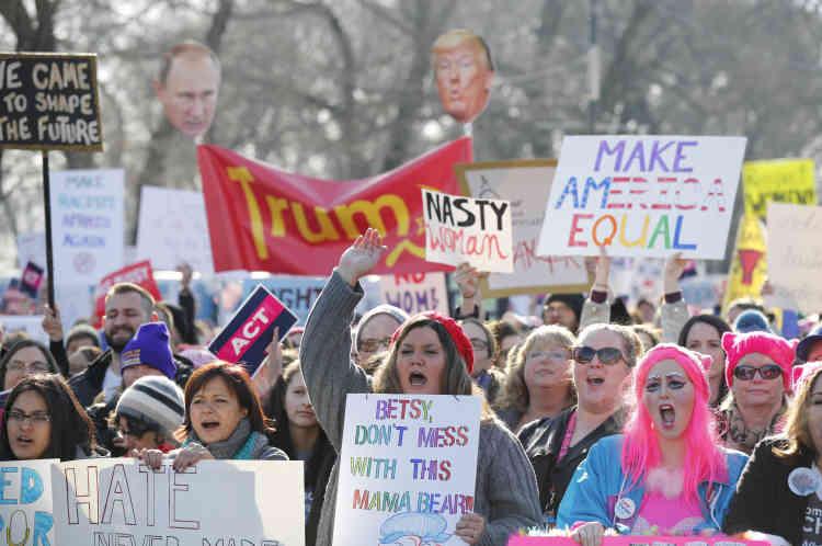 « My body, my choice» ou« Make America Equal» faisaient partie des messages scandés par les manifestants, comme ici à Chicago.