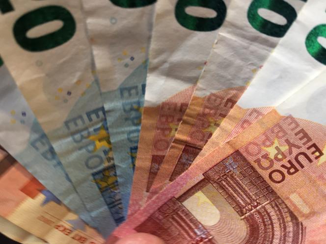 «S'il a plus de 75 ans, les enfants peuvent déduire de leur revenu pour dépenses de nourriture et d'hébergement 3 407 euros par an sans justificatif.»