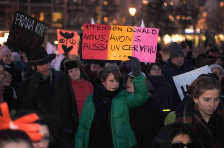 Des manifestations plus petites ont eu lieu dans d'autres villes, comme Lyon, Bordeaux, Marseille ou ici à Strasbourg.