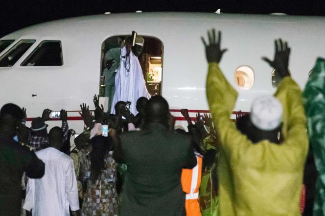 Yahya Jammeh a pris place à bord d'un jet privé, un Falcon 900 DX qui a décollé peu avant 21h 20, heure locale.