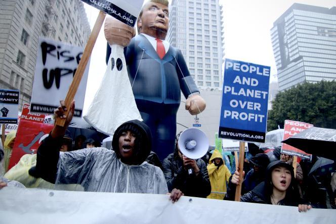 Lors de la manifestation anti-Trump, le 20 janvier, à Los Angeles.