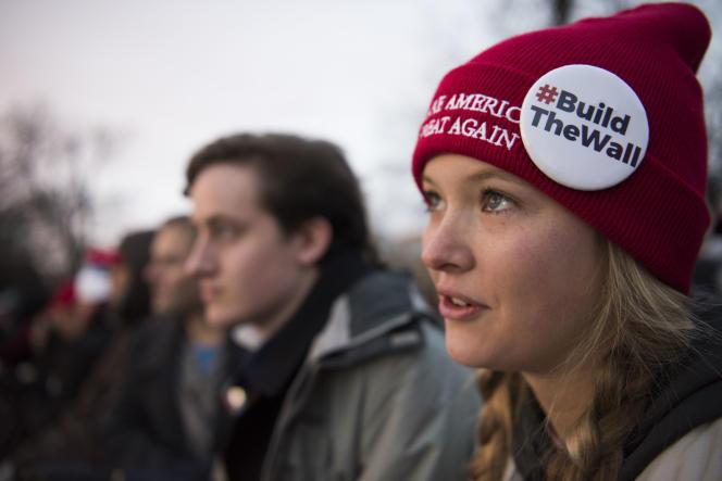 Dans la foule des supporteurs au pied du Capitole à Washington le 20 janvier.