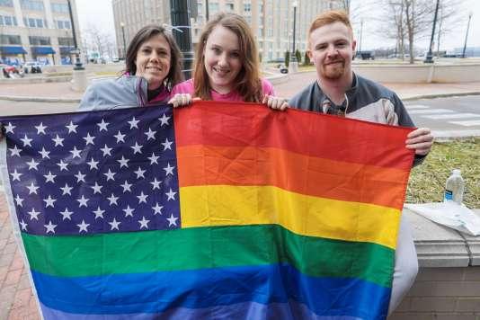 Elle s'appelle Kathie (au centre) et estaccompagnée de deux amis : Logan et Erin. Tous trois viennent de Richmond, en Virginie.