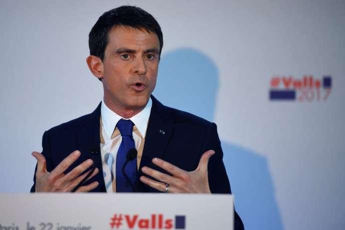 Manuel Valls, au soir du premier tour de la primaire à gauche, le 22 janvier, à Paris.
