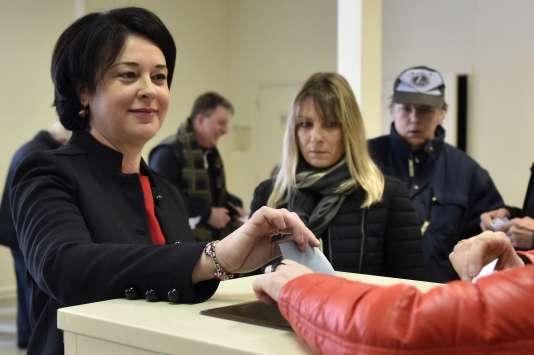 Sylvia Pinel vote pour la primaire de la gauche àCastelsarrasin, le 22 janvier.