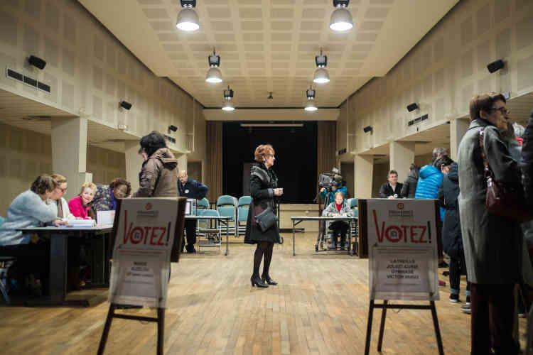 Dans un bureau de vote de Tulle (Corrèze), le 22 janvier.
