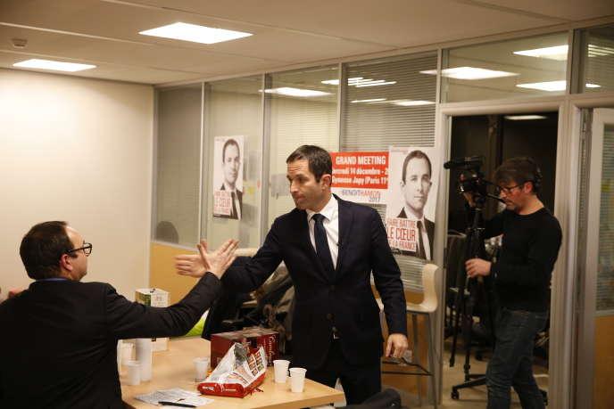 Dans les bureaux de l'équipe de Benoît Hamon, dans la Tour Montparnasse, vers 20 heures, le 22 janvier.