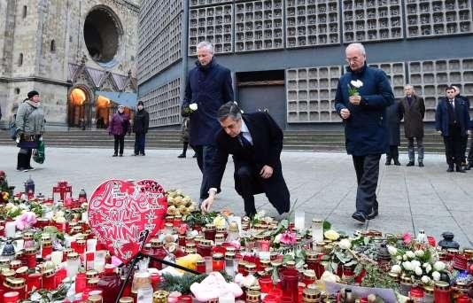 François Fillon s'est recueillis sur les lieux de l'attentat qui avait fait douze morts à Berlin le 19 décembre.