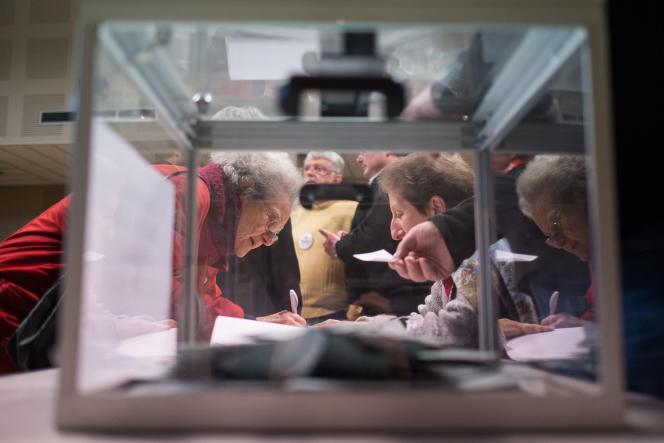 Bureau de vote à Tulle, en Corrèze, lors du premier tour de la primaire à gauche.